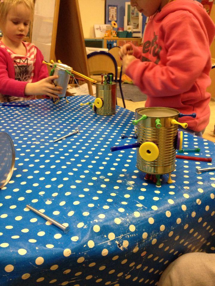 Robots maken met blikken en magneten