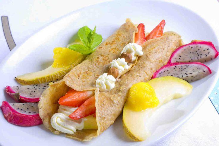 Naleśniki orzechowe z kremem i owocami #breakfast #omnomnom #smacznastrona #śniadanie #pyszne #mniam