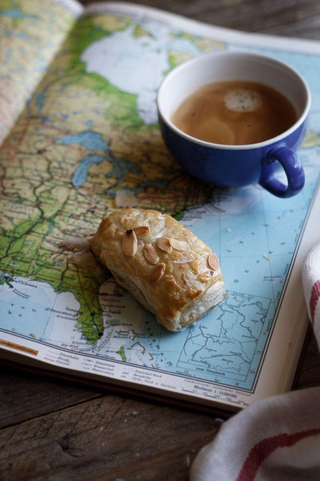 Forkæl dig selv eller dine gæster med hjemmelavede chokolade croissanter - en fransk klassiker. Her en opskrift fyldt med chokolade, marcipan og nødder.
