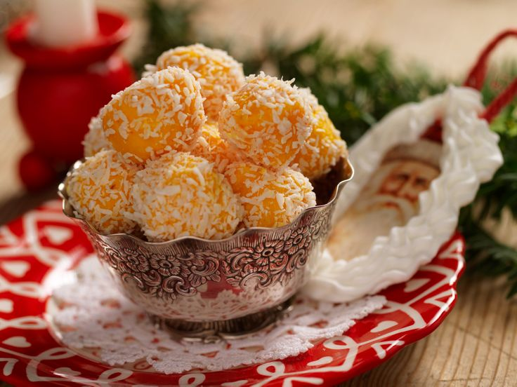 Julens allra godaste tryfflar har finstämda smaker av saffran, rom och vit choklad.