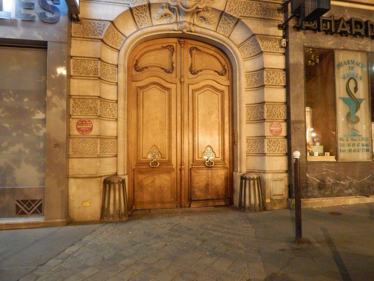 J'aime les belles portes!   #doors #paris #travel #adventure # paris