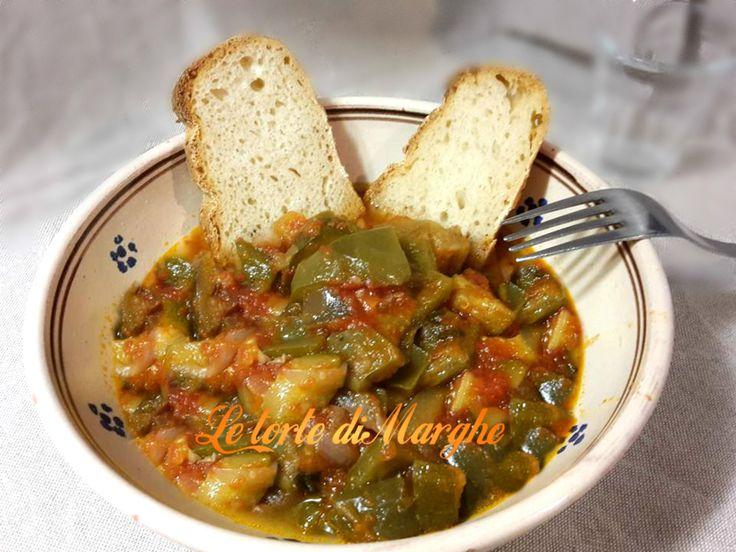 Oggi vi propongo di un piatto antichissimo e facile da realizzare. E' la ciambotta lucana una tradizione contadina che utilizzavano spesso in cucina,