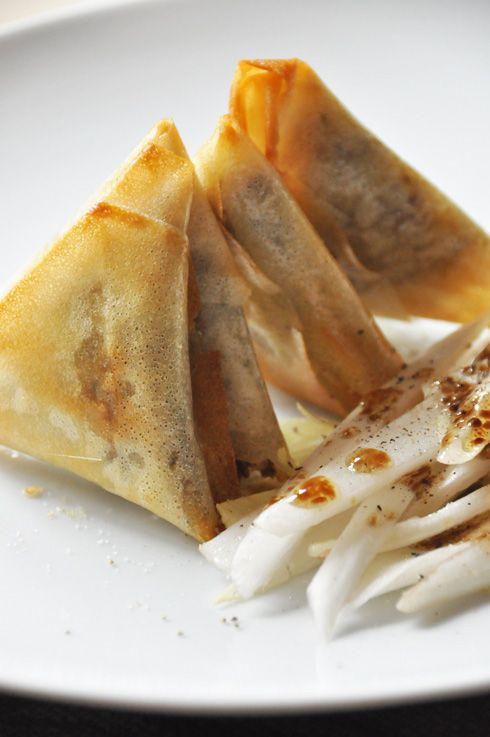 Samossas au canard confit, foie gras et quinoa
