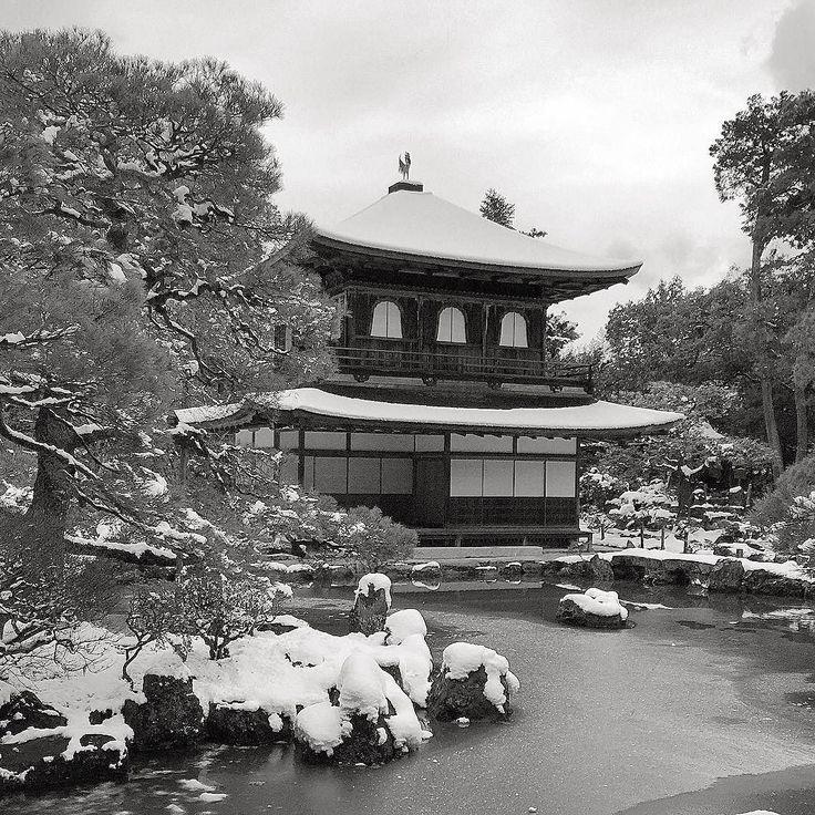 Серебряный павильон зимой #Гинкакудзи #зима #снег #Киото #Япония #этоЯпония #мидокоро #туризм #путешествия #зимнийпейзаж #пейзаж #СеребряныйПавильон #серебро