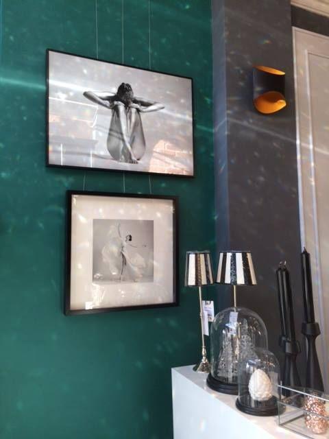 Kryształowe lampy we wnętrzach nie tylko nadają im charakter, ale i wypełniają pięknym widmem załamanego światła białego.  Fotografie: Arkadiusz Branicki Do nabycia w DeCandia Design Boutique