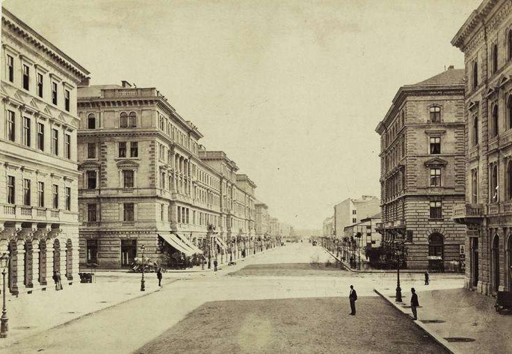 Andrássy (Sugár) út a Városliget felé nézve, előtérben a Nagymező utca kereszteződése. A felvétel 1878 körül készült. A kép forrását kérjük így adja meg: Fortepan / Budapest Főváros Levéltára. Levéltári jelzet: HU.BFL.XV.19.d.1.05.107