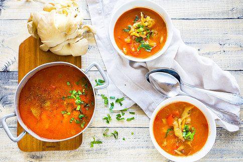 Máte chuť na něco hřejivého, pikantního a zároveň zdraví prospěšného? Připravte si skvělou polévku z hlívy ústřičné!