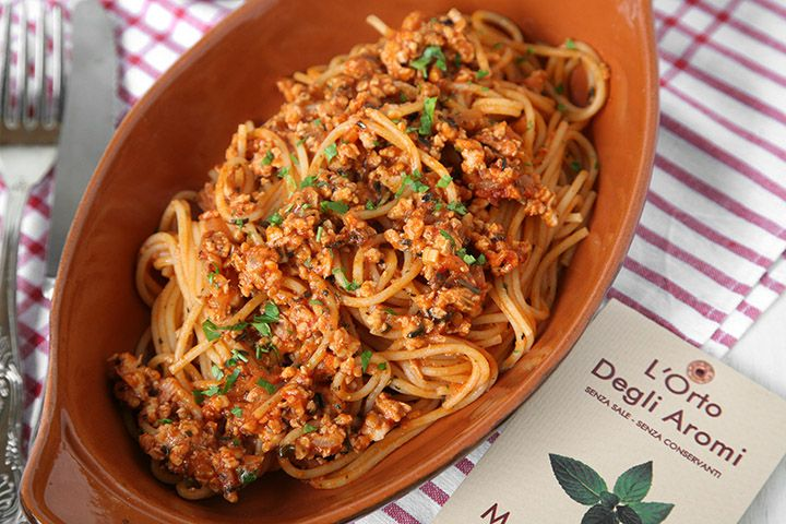 Gli spaghetti del frate sono un primo piatto a base di trota che ho potuto gustarenel lontano 2009 quando sonostata all'Eremo di Calominicon il pennuto, Francy e Ale e ne abbiamo approfittato per pranzare all'Antica Trattoria dell'Eremita. Di questo piatto ci era stato detto che si trattava di spaghetti con trote dei vivai della zona euna miscela di piante aromatiche sempre della zona. In genere non amo coprire il sapore del pesce con il pomodoro ma questi spaghetti erano molto...