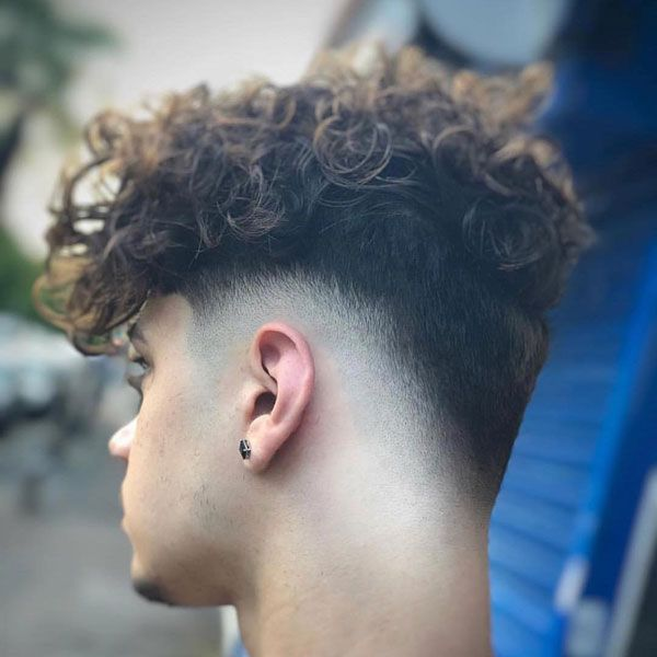 Best Hairstyle For Men With Curly Hair Best Men S Hairstyles Cool Haircuts For Men Most Popular Taper Fade Haircut Fade Haircut Curly Hair Curly Hair Taper