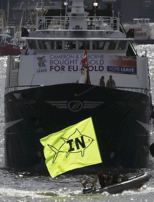 Londra, battaglia navale sul Tamigi per Brexit: 'Vote leave' vs 'Remain'