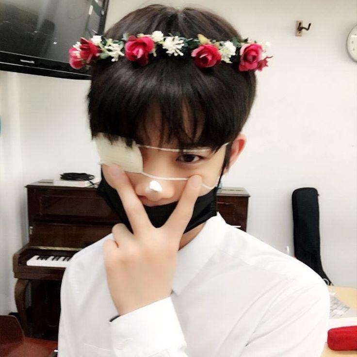 had eye infection but somehow he looks like kaneki ;> yuSss boi #pd101 #baejinyoung