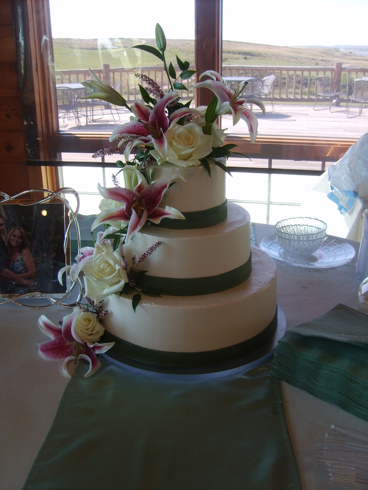 wedding cakes with tiger lilies best 25 stargazer wedding ideas on 26129