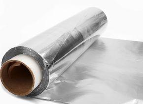 Por fim nas goteiras e lustrar peças de metal são duas das utilidades inusitadas do papel alumínio (Foto: Thinkstock)
