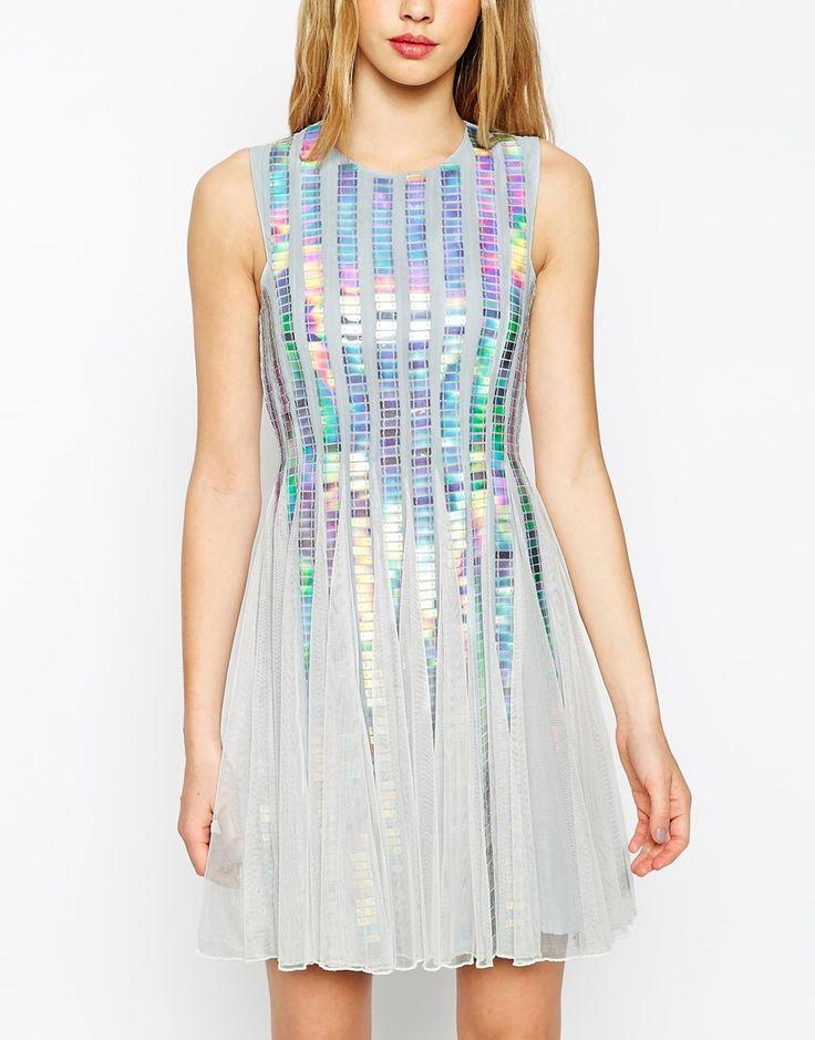 Imagen 3 de Vestido con franjas de lentejuelas con diseño holográfico de ASOS