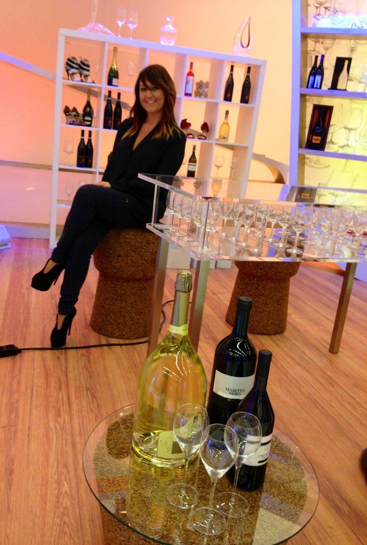 Ecco la Geisha Gourmet Francesca Negri appollaiata su uno degli sgabelli della nostra linea #Greencorks!   www.corksdesign.com