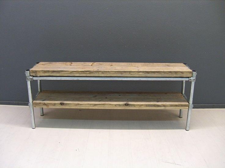 Omschrijving  Het Tv meubel is gemaakt van ;steigerhout & steigerbuis. Het Tv meubel heeft 2 schappen. ;  Afmetingen van Tv meubel zijn:    Totale lengte bedraagt: 160cm  Totale ;breedte bedraagt: 36cm  Totale hoogte bedraagt: 61cm  Tussenruimte tussen de schappen: 23cm (tussen beide lagen)    Mochten bovenstaande maten niet goed uit komen bij u dan kan de gewenste maat bij het vakje opmerkingen in het winkelmandje worden vermeld en maken wij de tafel voor u naar eigen gewenste maten op maat…