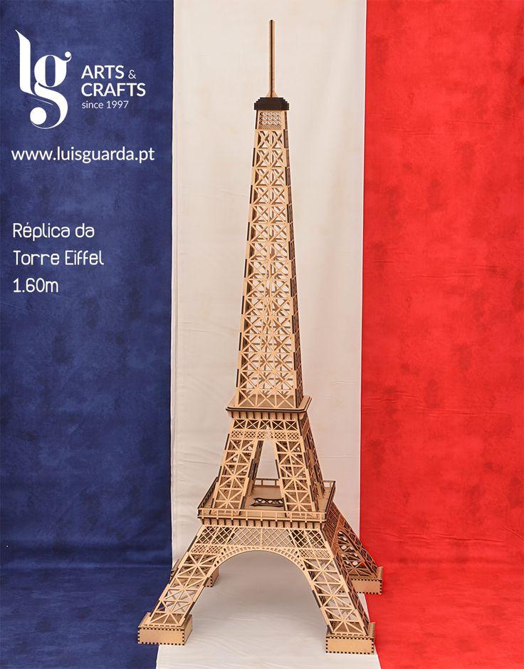 Réplica da Torre Eiffel cortada a laser. Tamanho: 1.60m #prayforparis