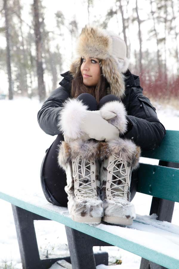 Bottes de Loup-marin et coyote / Natural seal and coyote boots.