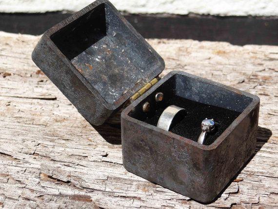 Doppel Ring Box - Stahl Eisen Ring-Box - Box gearbeitete Trauring - Paare Ring Träger Kissen - Eisen Jubiläum Geschenkbox - gravierte 2 Ring