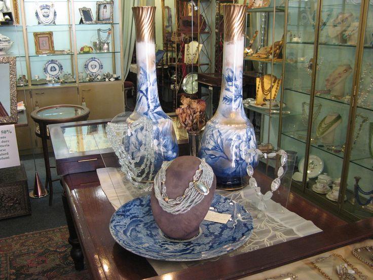 coppia di vasi fabbrica George Jons Straffordshire 1874 1891 dipinti a mano blu china e oro zecchino