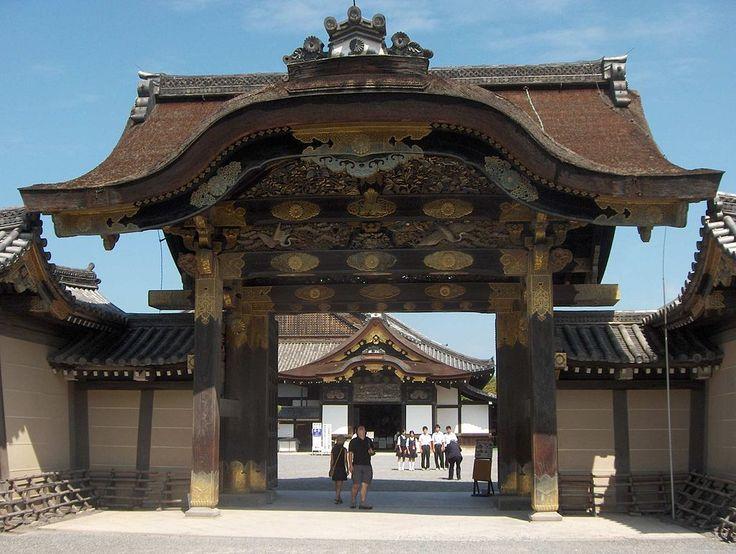 LANDMARK // Nijo Castle (二条城, Nijōjō) was built in 1603 as the Kyoto residence…
