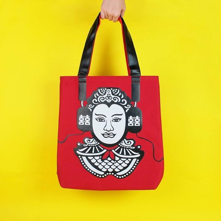 Its the weekend again and this one brings the GROOVE market to K Village. We think the Modern General Tote Bag by Justin Lee fits the theme perfectly. See you in store soon! วนหยดสดสปดาหอกแลว พบกบ Groove market ท K village. และเราขอแนะนำ กระเปาอเนกประสงคนำสมยจาก Justin Lee ทจะเขากนอยางลงตวกบตลาดในวนน แลวพบกนทรานของเรา.