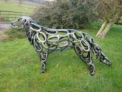 Using recycled horseshoes for sculptures!  Amazing!