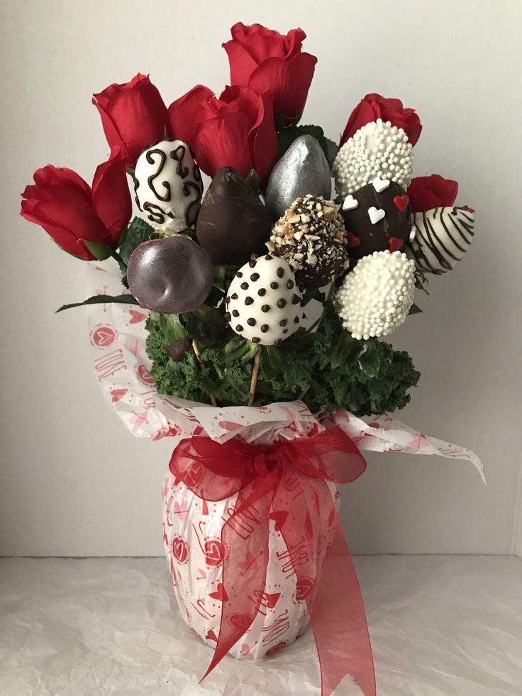 Idea.  Ramo de rosas y FRESAS