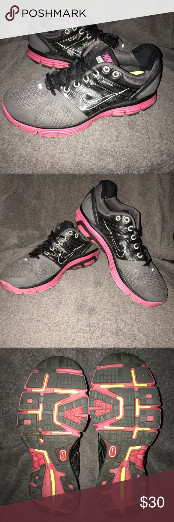 Women's Nike Lunarglide 2 Sz 8.5 Worn but not worn out. Shoes some signs of wear but still a solid shoe for your workouts! Nike Shoes Athletic Shoes