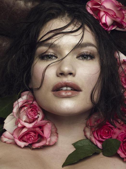 Plus size : Tara Lynn affiche ses formes sexy dans le magazine espagnol S Moda