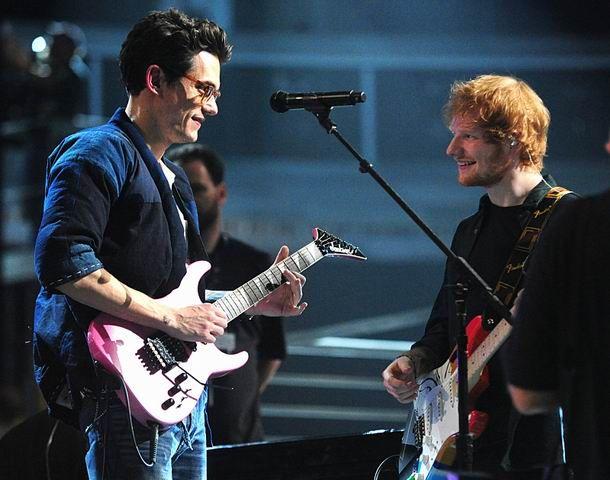 WinNetNews.com- Penyanyi asal Inggris Ed Sheeran kembali memberi bocaran mengenai albumnya yang akan segera beredar. Ia membeberkan bahwa John Mayer akan ambil bagian dalam album barunya nanti. Namun, John Mayer tidak akan menyumbangkan suaranya. Melainkan, pelantun lagu 'No Such Thing' dan 'Your Body