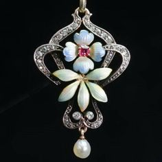 Antique jewelry Austria-hungarian late victorian early art nouveau diamond and enamel pendant (ca.1895)