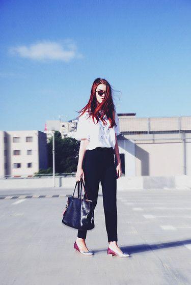 Get this look: http://lb.nu/look/7785520  More looks by Andreea Birsan: http://lb.nu/andreeabirsan  Items in this look:  Christian Dior Sunglasses, Zara Tshirt, Mango Pants, Furla Tote Bag, Debenhams Flats   #casual #minimal #street #glitter #leather #graphic #gradient