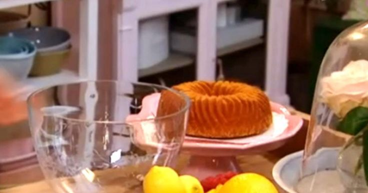 Baka en riktigt saftig sockerkaka med Leilas recept. Gör fantastiska tårtbottnar och andra desserter med sockerkaka som grund!