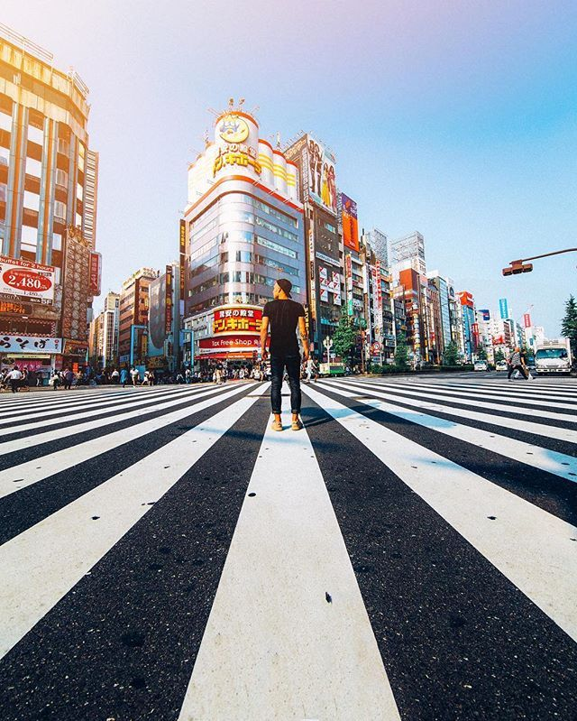 Hello Tokyo  Yesterday the BD team touched down in Japan to begin an epic tour of the country with #TheLuxuryCollection! @TomJauncey, @JeremyJauncey, @JamesRelfdyer, @Sam_Kolder and I will be spending the next few days in Tokyo before heading to Kyoto! Here I am admiring one of the many insane crossings in the busy city centre! ✈️⛩☀️ #BeautifulDestinations