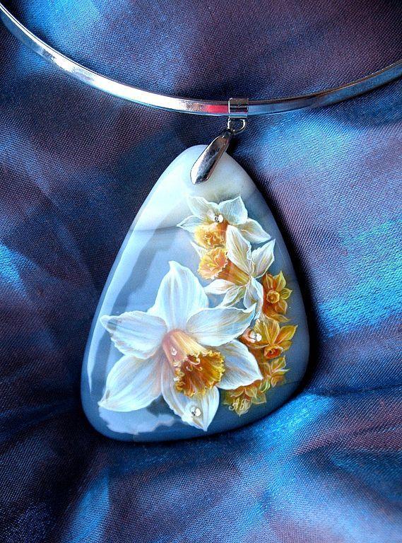 """Купить Кулон """"Нарциссы"""" - кулон, подарок, весна, нарциссы, роспись, миниатюрная живопсиь, авторское украшение"""