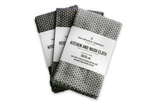 Fijne multifunctionele doekjes in twee prachtige grijscombinaties. Mooi Deens design van het merk The Organic Company. De doekjes zijn gemaakt van 100% biologische katoen, en voorzien van het GOTS-keurmerk.      Deze mooie, gemêleerde doekjes zijn geschikt voor het wassen van je gezicht, maar bijvoorbeeld ook handig op het aanrecht als vaatdoekje. Ze zijn heerlijk in gebruik en hebben een handig formaat van 30x35 cm. De doekjes hebben een mooie weving van donkergrijze en witte garens,...