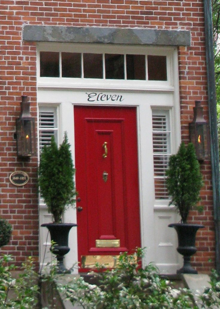 I love a red front door to