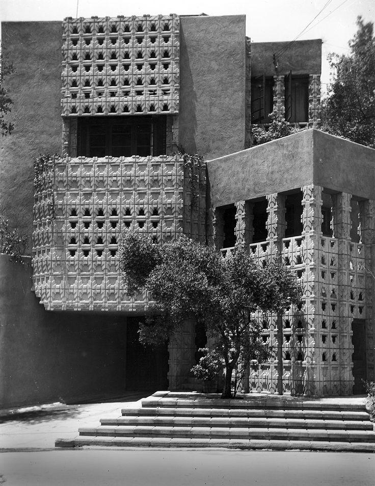 James Derby House. Glendale, California, 1926. Lloyd Wright