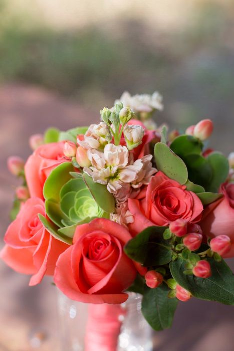 Gorgeous watermelon tones in this bouquet.t Source: Anna Wu Photography #bouquet #pink