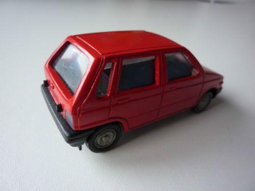 Centy-Toys-India-1-40-plastic-MARUTI-800-in-red-Suzuki-Alto