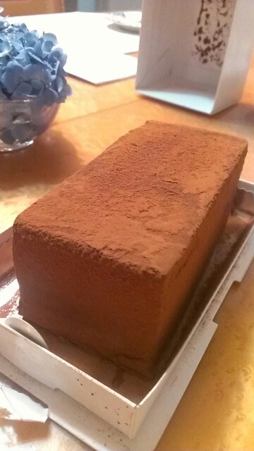 OGGIので生チョコレートケーキ