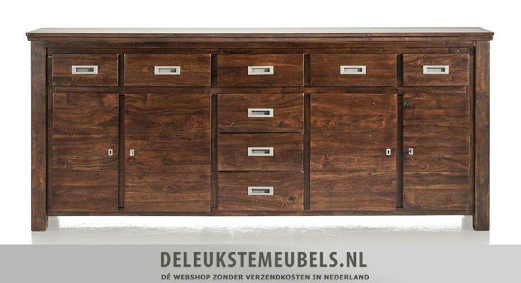 Cape Cod dressoir 220cm van het merk Henders & Hazel. Een prachtig dressoir met veel opbergruimte! De kast heeft acht laden en vier deuren met daarachter planken. De grepen zijn gemaakt van donkergrijs oud metaal en past helemaal in de stijl van dit meubel. Snel leverbaar! http://www.deleukstemeubels.nl/nl/cape-cod-dressoir-220cm/g6/p83/