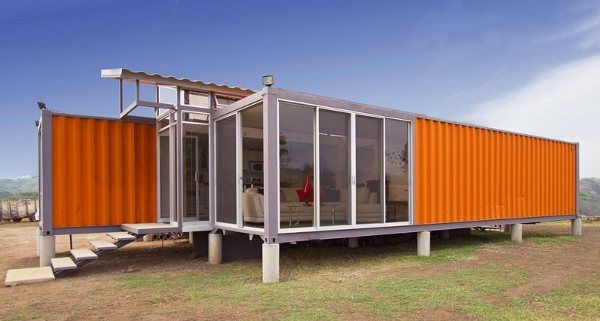 This house in Costa Rica was made with 2 shipping containers, a bit of imagination and $40,000.