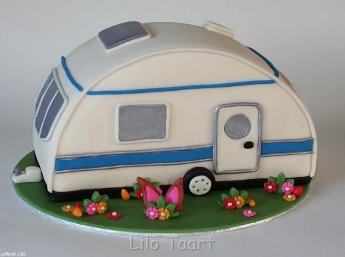 Camper Cake! This would be perfect for my sister and her husband. They are always taking their camper to the lake!