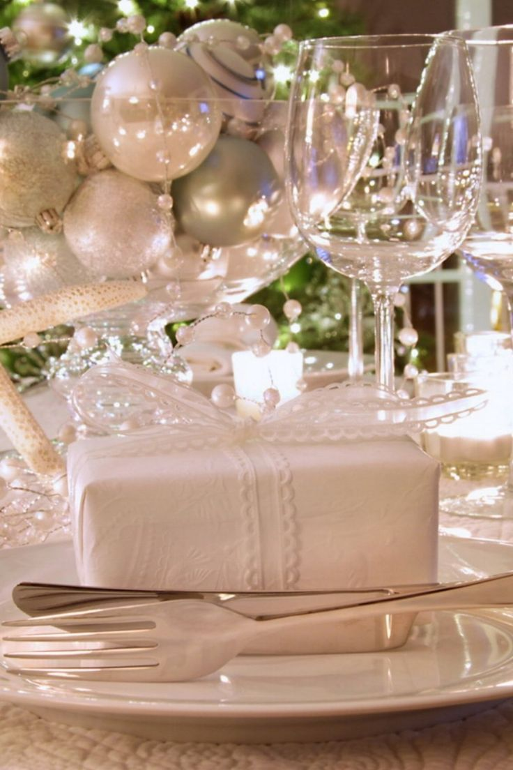 50 Stunning Christmas Table Settings & 1291 best Christmas Table Decorations images on Pinterest ...