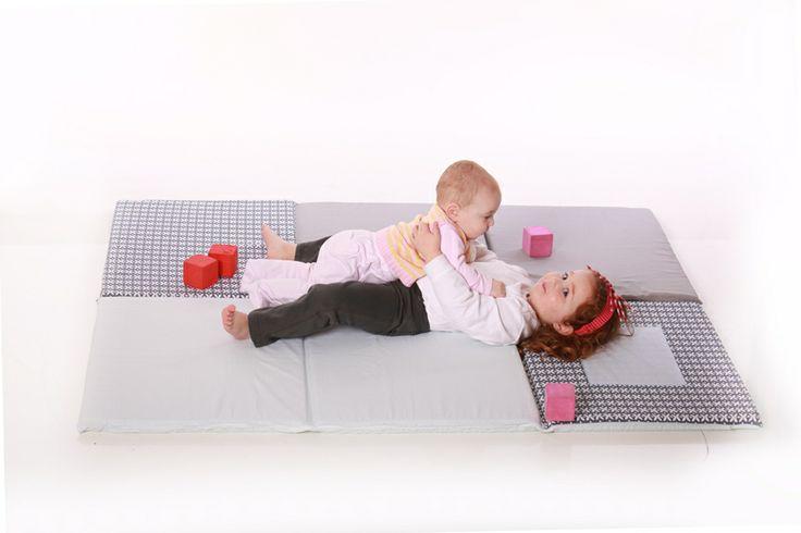 Tappeto gioco di design grigio per neonati e bambini