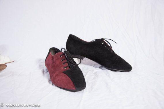 Vintage ladies lace up shoe 1980s black burgundy door VanniVintage, €32.50