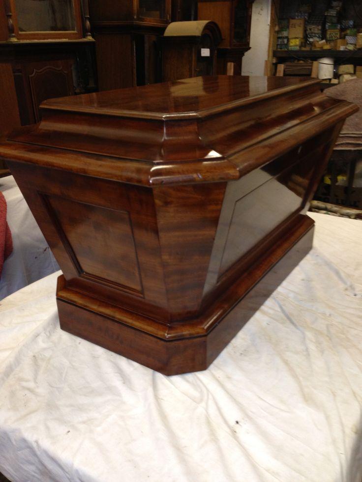 Antique Georgian mahogany sarcophagus cellaret