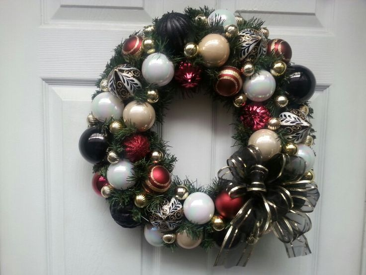 Blacks, burgundys,  creams and whites with beautiful patterned balls. This one is sooo elegant in person.